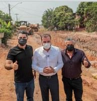 Vereador Valtinho Canuto participou da comitiva do Prefeito Hildon Chaves em visita as obras do Bairro Lagoa e Rua Almirante Barroso.